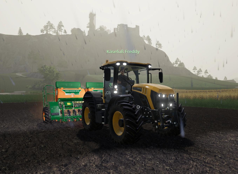 Foto: ein Traktor der TSV im Einsatz, Spieler Freddy